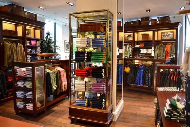 3199c9cab ... modnych pretenduje Galeria Mokotów, która starannie i w przemyślany  sposób dobiera najemców, stawiając na marki ekskluzywne i te z wyższej  półki.